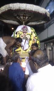 Singaravelar stops at a house