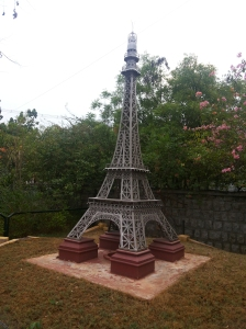 Eiffel Tower replica, Race Course Road