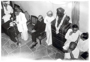KVK's bust being unveiled at the Academy lobby in 1976 by Dr PV Rajamannar. Also present are T Brinda, TS Rajam and Dr V Raghavan