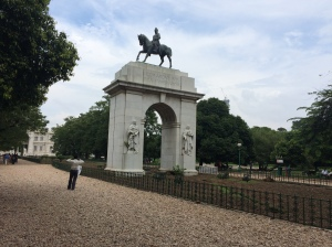 Arch at the rear of Victoria Memorial, surmounted by an equestrian statue of King Edward VII, Kolkata