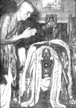 Ramudu Bhagavatar worships at the Samadhi